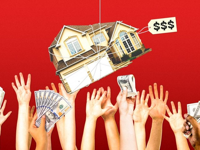 Should I buy a home right now? Here are the 5 things you should know before diving into the bonkers housing market.