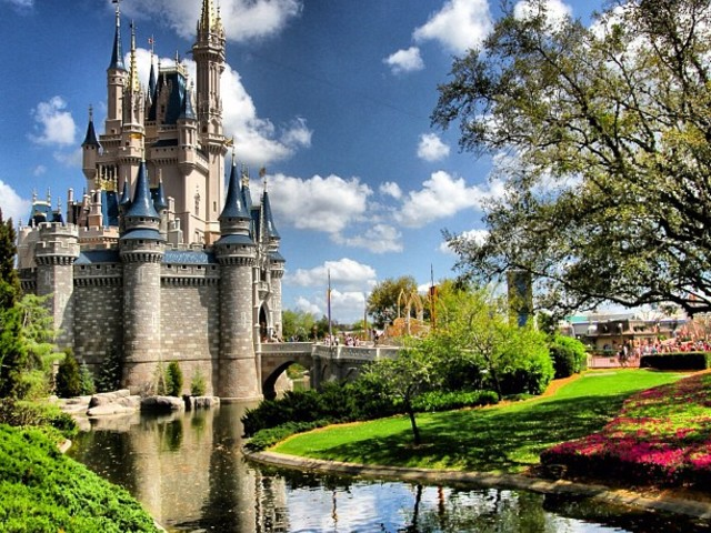 Walt Disney World Resort hotels now charging handling fees for in-room deliveries