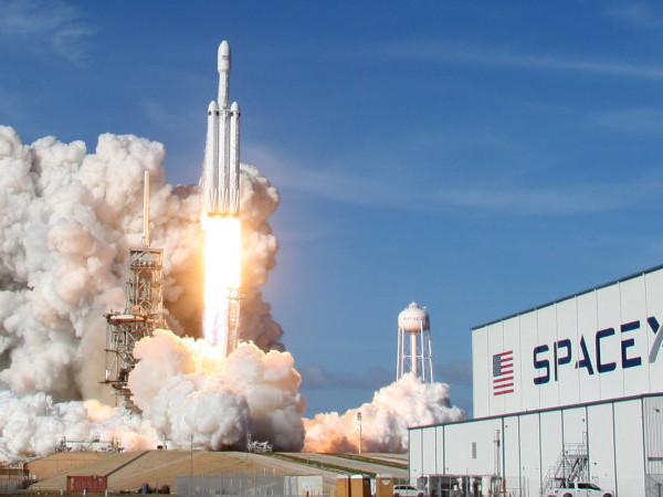 SpaceX gets FCC approval for satellite broadband internet
