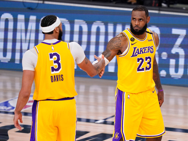 Lakers hold off Nuggets in Game 4 to take a 3-1 series lead