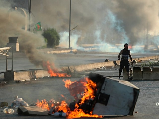 Iraqi government desperate to quell street protests