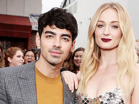 Sophie Turner Parties But Doesn't Drink At Bar With Joe Jonas Amidst Reports She's Pregnant