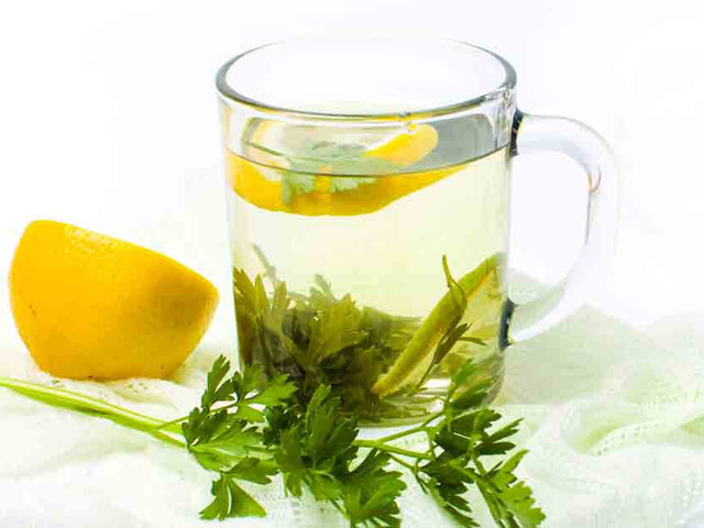 What Are the Benefits of Parsley Tea?