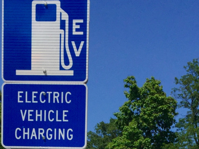 Gas station converting to EV chargers is a 2019 feel-good story