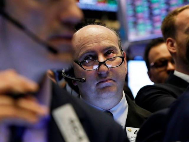 Banks and tech companies lead US stocks to slight gains