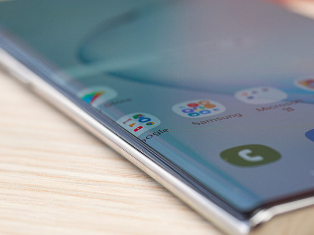 Now that we have two Galaxy Notes, can we get one with a flat display?