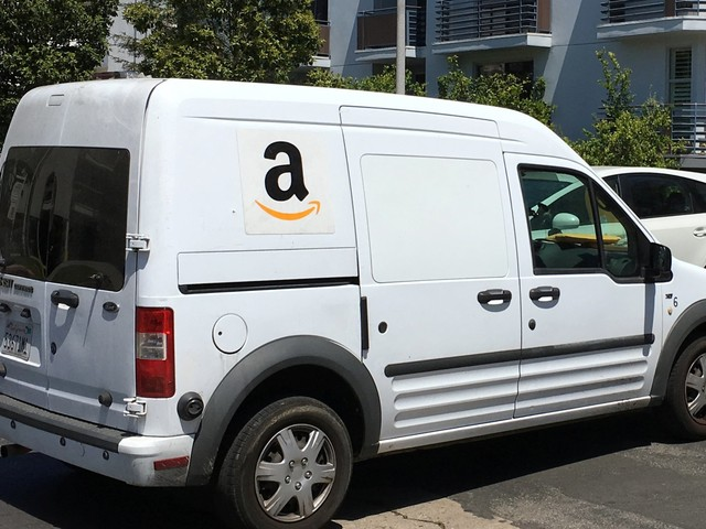 Here's how Amazon could dethrone UPS and FedEx in the US last-mile delivery market (AMZN)