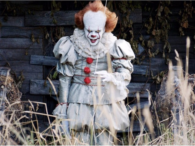 Want to Scar Trick-or-Treaters For Life? Here's How to Dress Up as Pennywise the Clown
