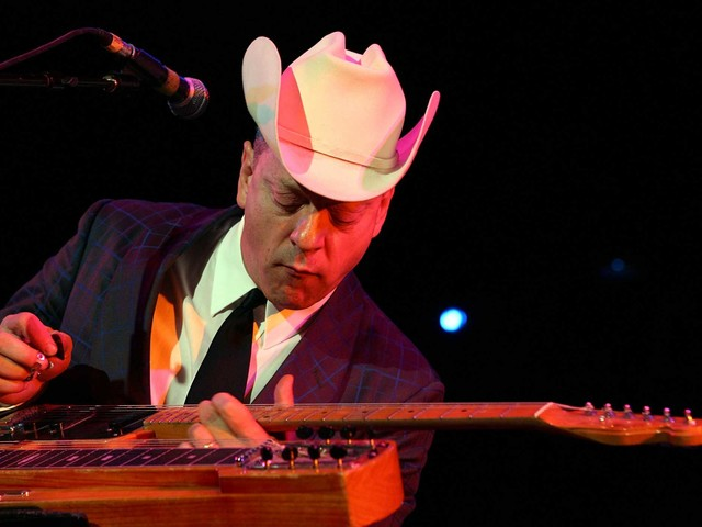 Country singer Junior Brown needs your help finding his 'guit-steel'