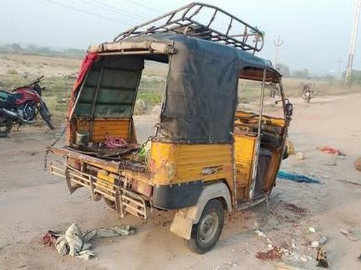 One farm labourer dead, another critical in auto-rickshaw accident on NH-67