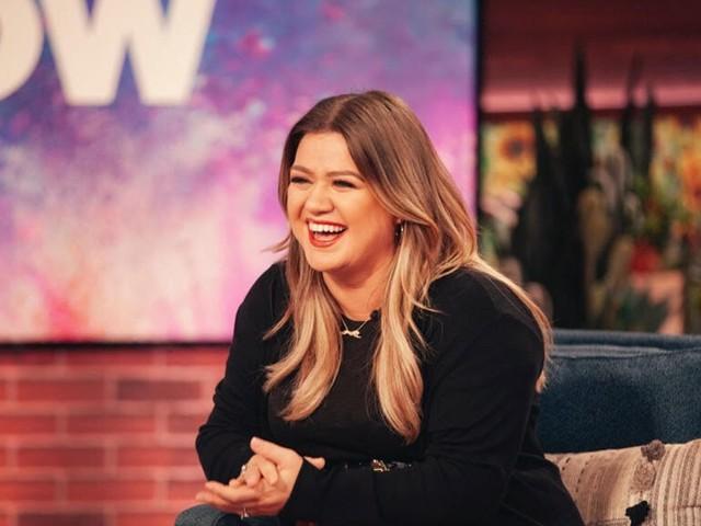 Kelly Clarkson Will Get Ellen DeGeneres' Slot And Become Daytime TV's New Queen