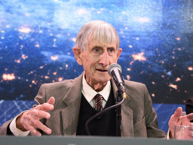 Freeman Dyson, a visionary and renaissance physicist, dies at 96