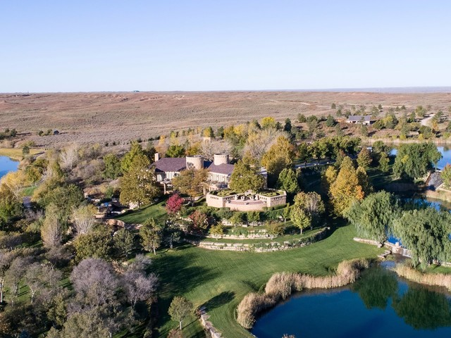 Take a look inside the 100-square-mile Texas ranch that T. Boone Pickens, the oil magnate who just died at 91, listed for $250 million in 2017