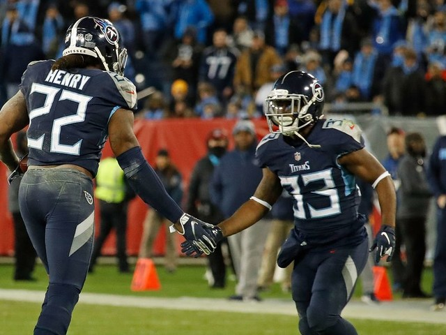 6 photos of Derrick Henry making NFL RBs look like children