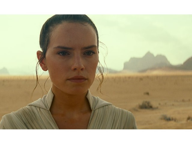 3 Important Questions We Have About Rey's Lightsaber in Star Wars: The Rise of Skywalker