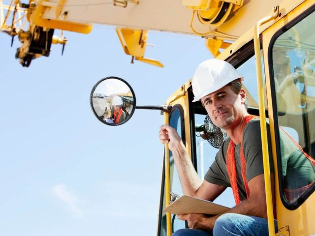 Crane Safety Tips for Crews and Equipment