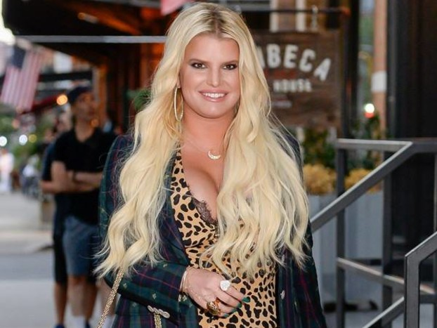 Pregnant Jessica Simpson Cries for Help Over Super Swollen Foot
