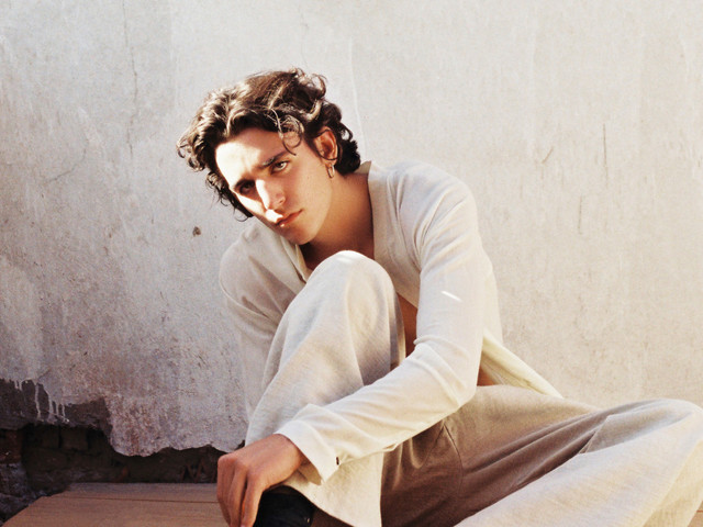 Meet Tamino, the multicultural singer who won over Radiohead and Lana Del Rey