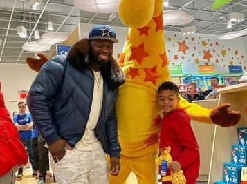BEST CHRISTMAS EVER, KINDA: After 50 Cent Pulled Off A HUGE $100K Toys R Us Flex For His Son Sire, His Other Son Goes Off