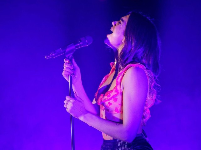 Dua Lipa is polished and proficient — and a bit of a bore — at the Palladium