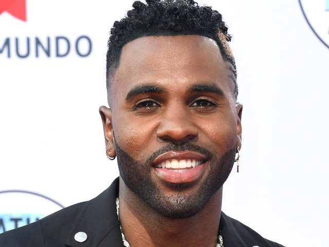 Jason Derulo posted a NSFW underwear photo, and he's now riling up fans with his cheeky comments