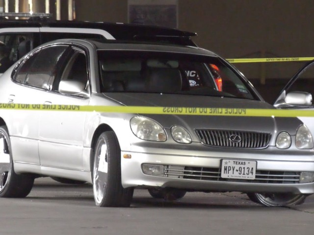 Driver pulls into gas station after being shot in head, arm in north Houston