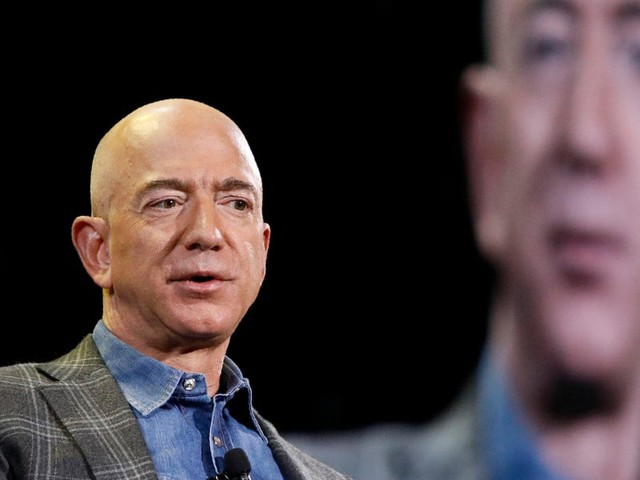 Leaked screenshots show Amazon is testing an online lending marketplace where sellers can choose loans from Goldman Sachs and other banks (AMZN)