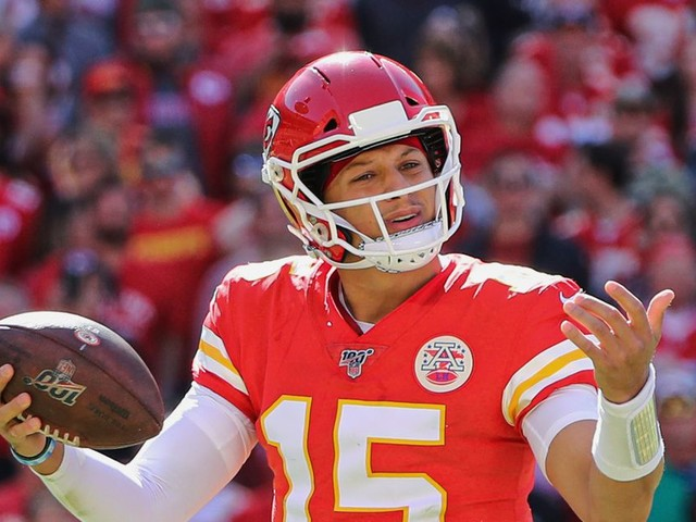 The Chiefs D Can't Get Patrick Mahomes the Ball—and He Can't Do Much When He Has It