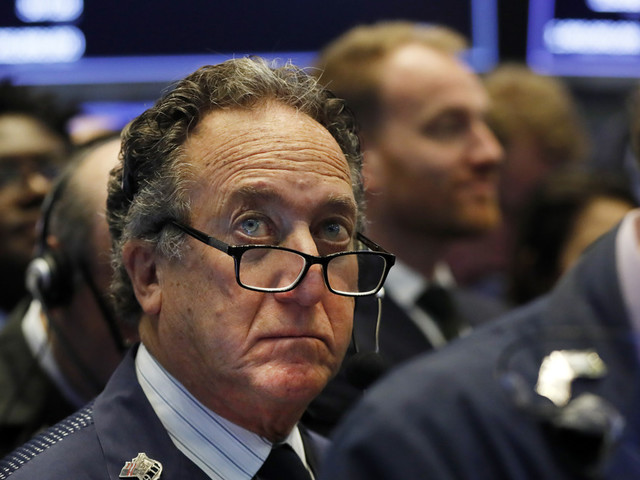 As oil surges, US stocks drift sideways in another muted day