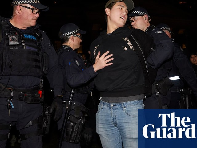 Pro-Hong Kong rally in Melbourne turns violent amid clashes with China supporters
