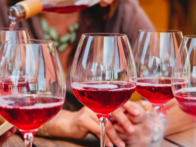 """7 Rose Delivery Services To Try This Summer For Convenient """"Rose All Day"""" Sipping"""