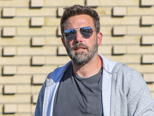 Ben Affleck Does Some Solo Grocery Shopping in L.A.