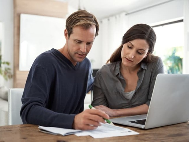 What Is Decreasing Term Insurance? Is It Right for You?