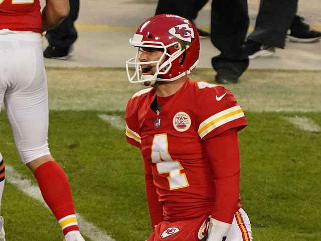 Chad Henne's gutsy plays saved the Chiefs after Patrick Mahomes' playoffs injury