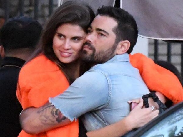Jesse Metcalfe Spotted Getting Cozy With Two Women Before Cara Santana Split
