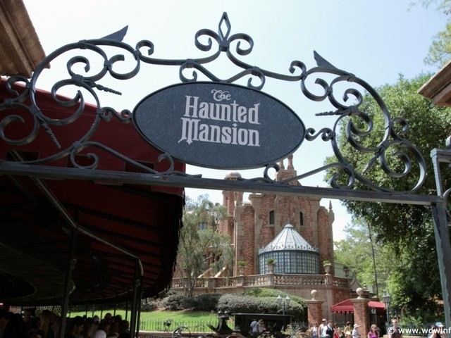 Attraction Review: The Haunted Mansion – 999 Happy Haunts