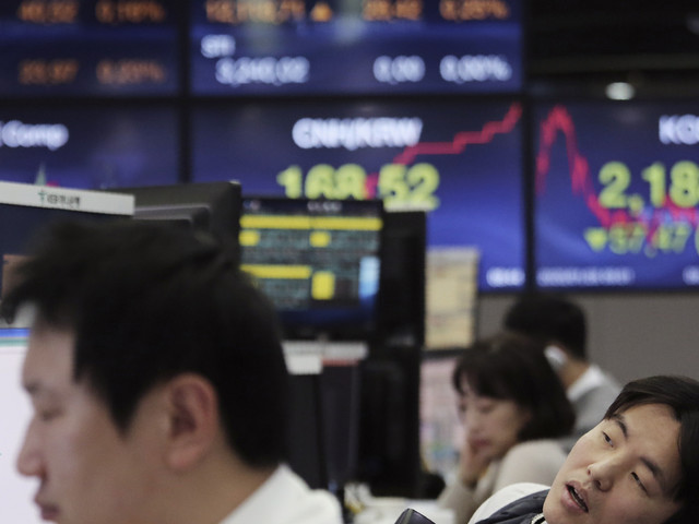 Asian stocks tumble as China virus worries deepen