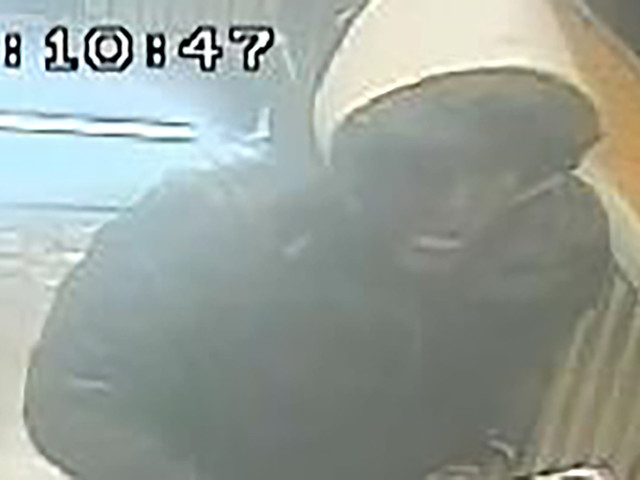 Tourists robbed at knifepoint inside Brooklyn subway station
