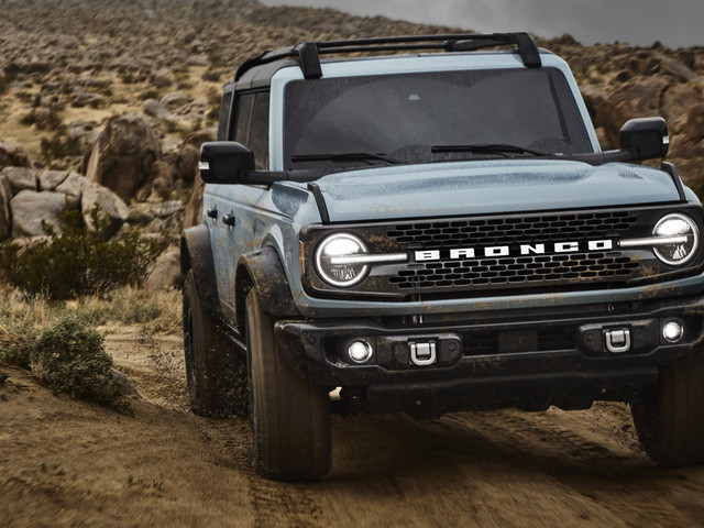 Ford Bronco Enthusiasts Are Asking For A Stick Shift On More Variants