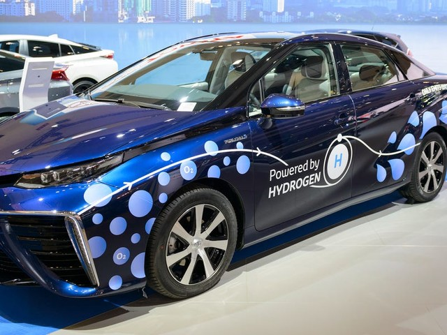 New ways of making hydrogen are set to transform the energy industry. Here's everything you need to know about the $145 billion market.