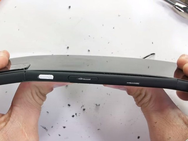 Pixel 4 XL survives a torture test, but suffers some structural cracks [Video]