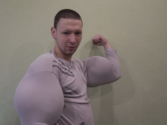 Russian Instagram Celebrity 'Bazooka Arms' Loses MMA Fight to Blogger