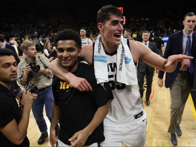How to Watch Iowa vs Northwestern Basketball Online Without Cable