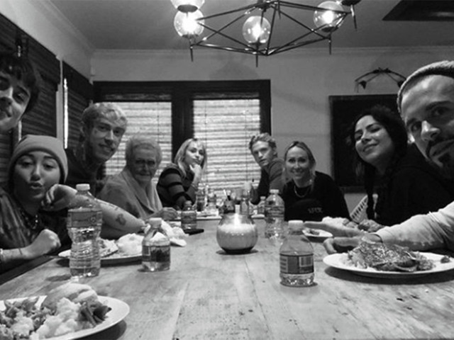 Miley Cyrus and Cody Simpson celebrate Thanksgiving together