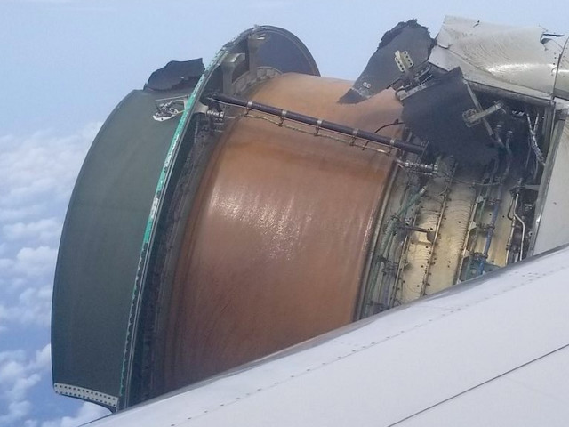 Terrifying video shows jet engine falling apart mid-flight on its way from San Francisco to Honolulu (UAL, BA)
