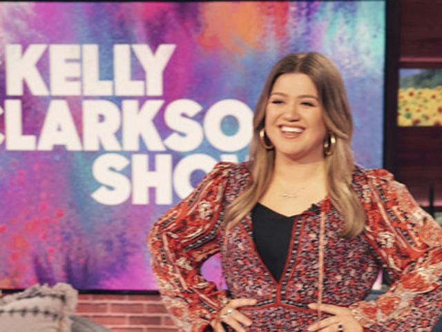 Kelly Clarkson's Talk Show Will Take Over Ellen DeGeneres' Slot in 2022