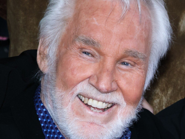 Country Music Legend Kenny Rogers, Who Was Dad to 14-Year-Old Twins, Dies at 81