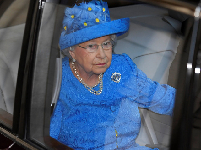 Queen's Speech 2017: People Think The Queen's Outfit Was Giving Us A Message About The EU