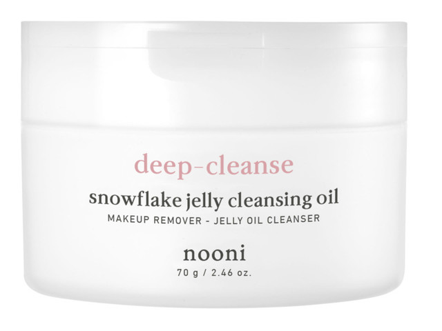 My Favorite New Korean Cleanser Is Snowflake Jelly