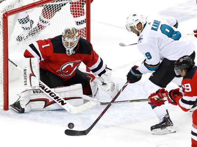 Palmieri scores 2 for 3rd straight game, Devils win